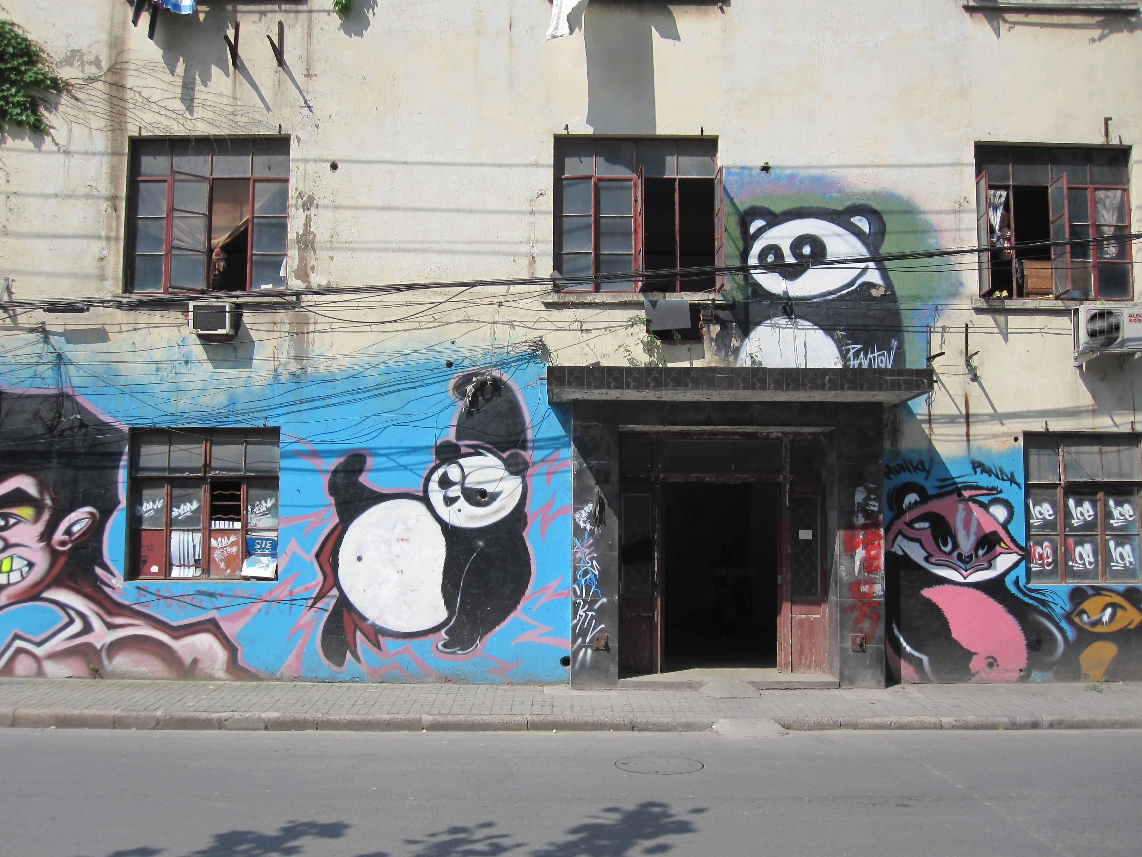 oud fabrieksgebouw dichtbij M50 Creative Zone te Shanghai - wachtend op nieuwe bestemming