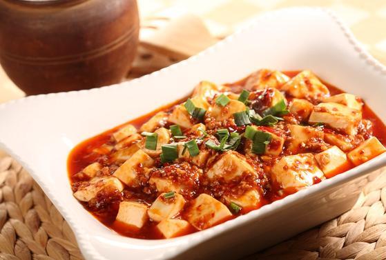 """""""Ik kan in China als vegetarier (die wel vis eet) altijd prima  overleven. Hét gerecht uit mijn tijd als uitwisselingsstudent in Xiamen in 1988 was altijd hongshao doufu (roergebakken tofu)."""""""
