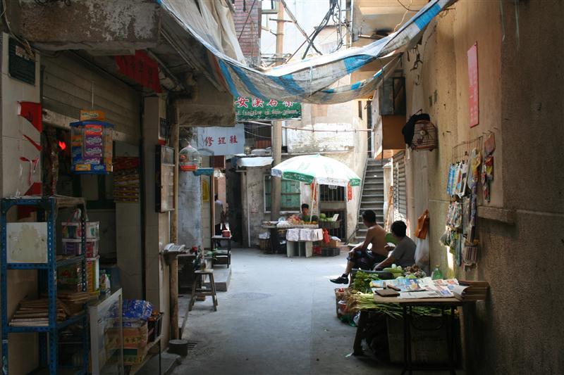 """""""Xiamen - veel achterafstraatjes in de oude stad zijn nog onveranderd in vergelijking met toen ik er studeerde in 1988 (foto uit 2011)."""""""