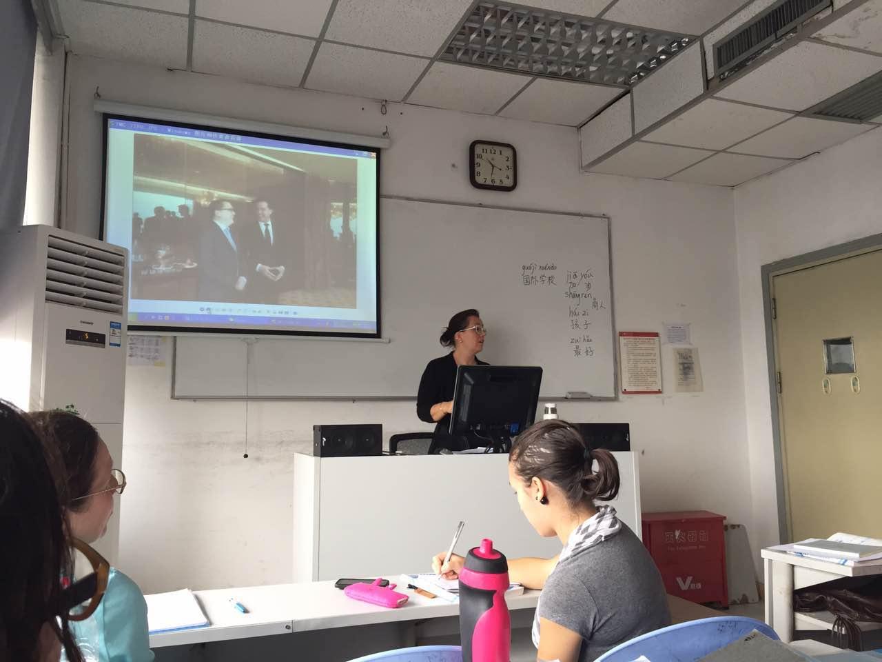 Chinese spreekbeurt aan Shenzhen University. Ik heb vier maanden intensieve taalles gehad.