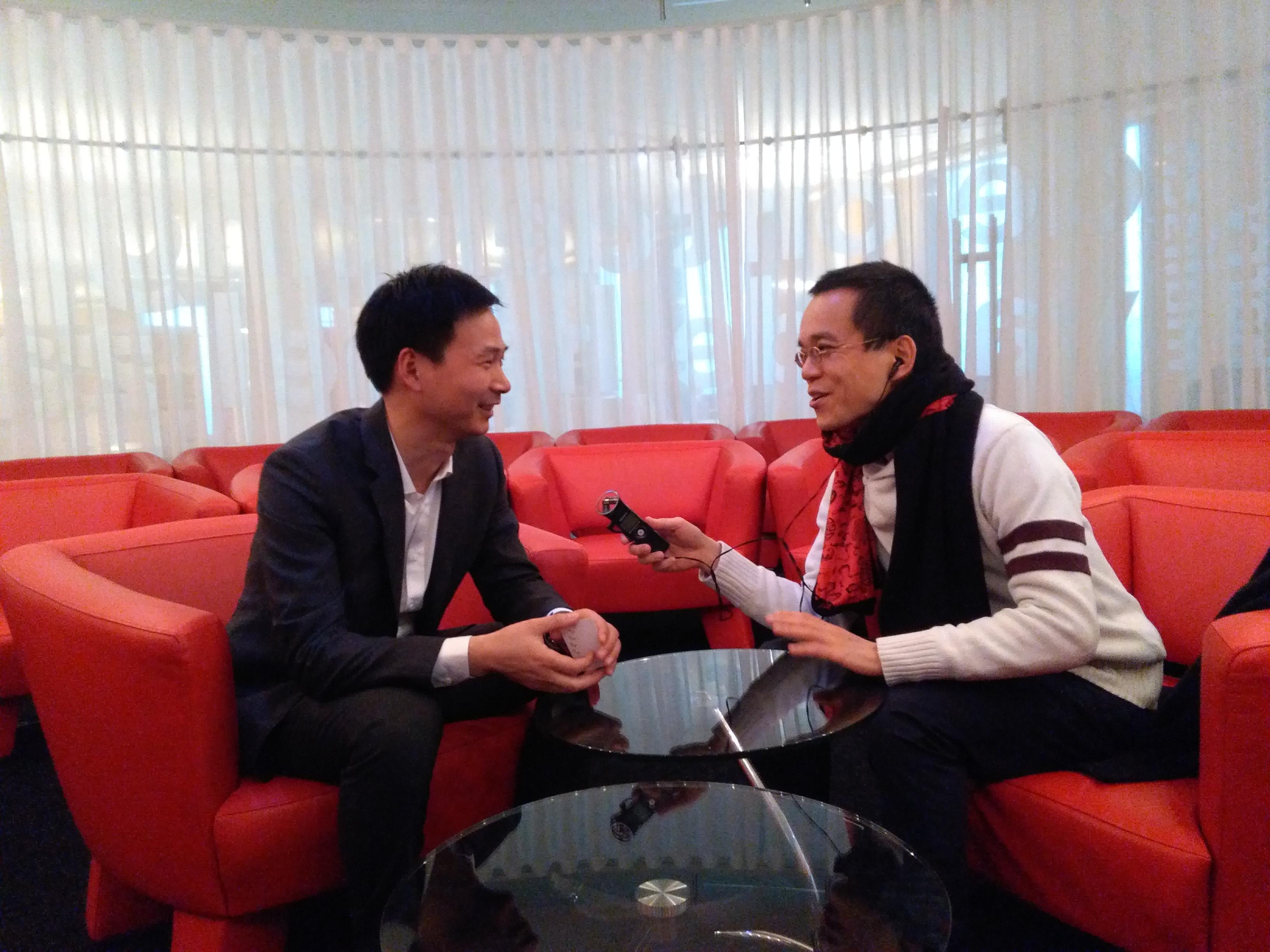 Left: Yao Zhongbin (wrtiter), right: Hong Tong Wu (CRTV)